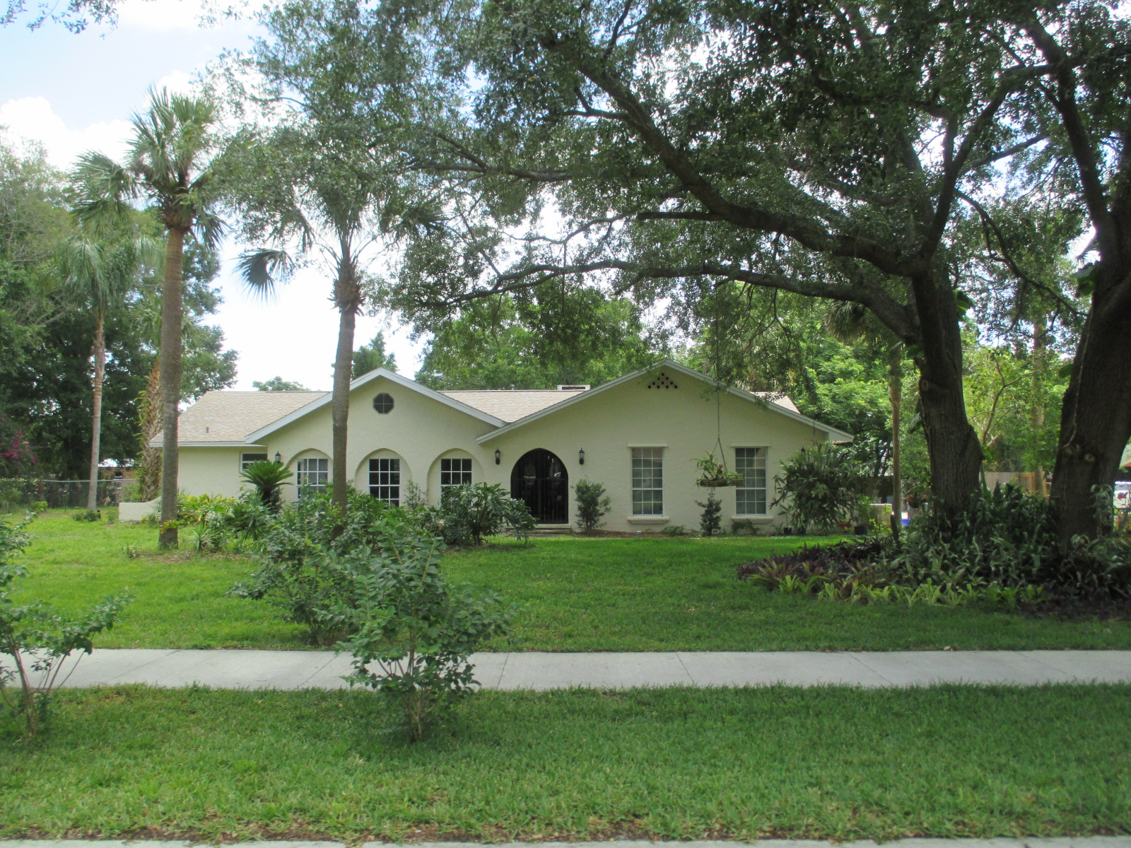 We buy houses FL in Debary. Sell my house fast Debary for cash.