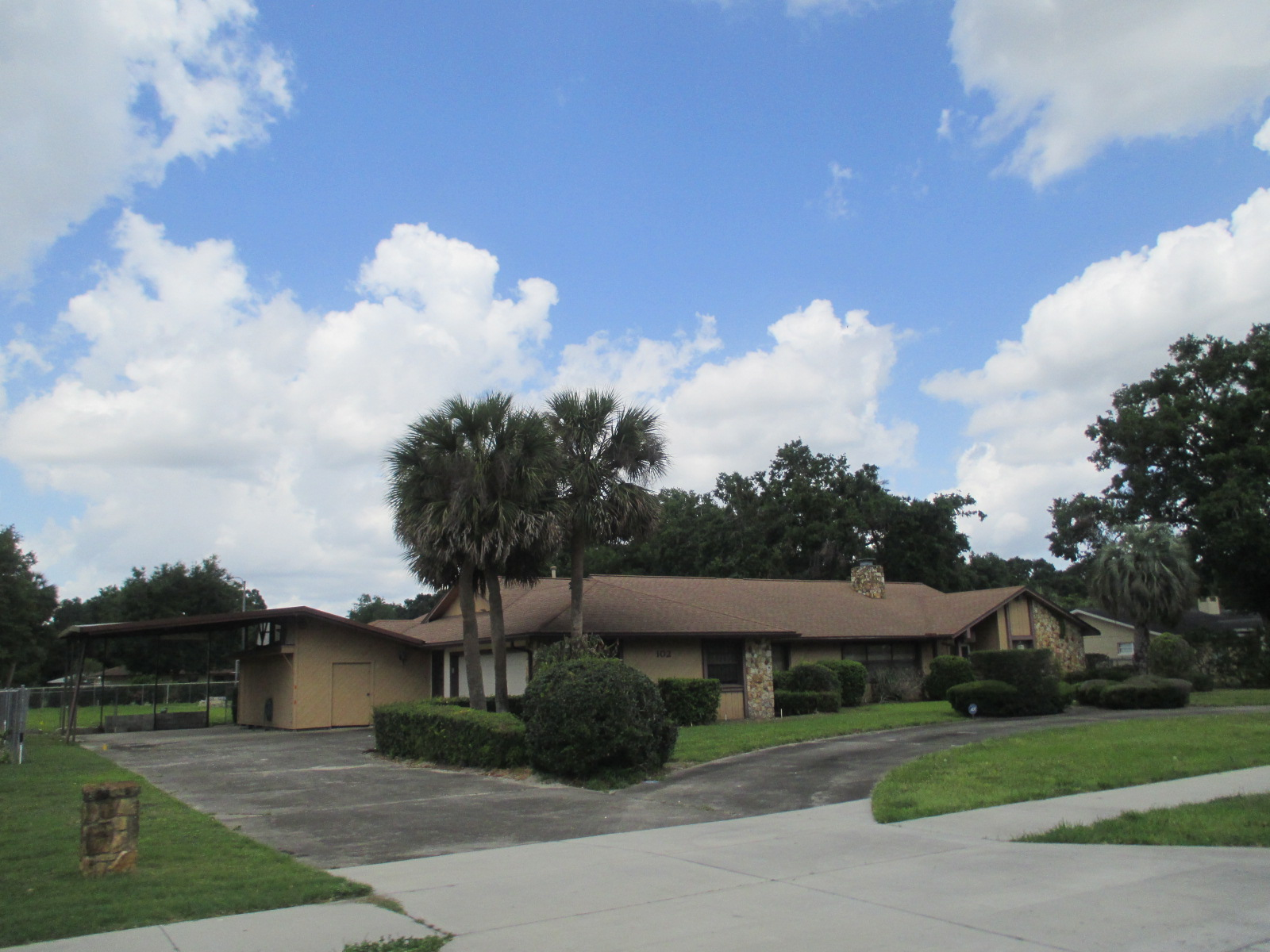 We buy houses FL in Leon County. Sell my house fast Leon County for cash.