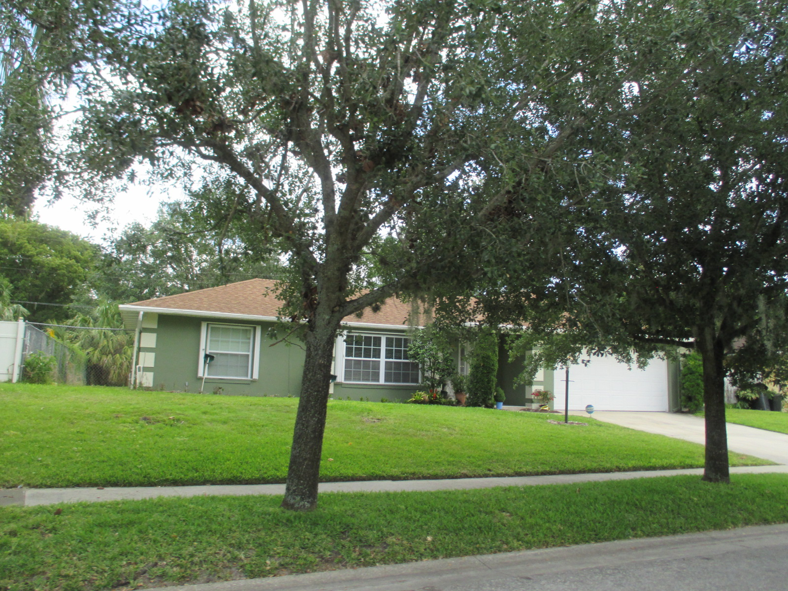 We buy houses FL in Sebring. Sell my house fast Sebring for cash.